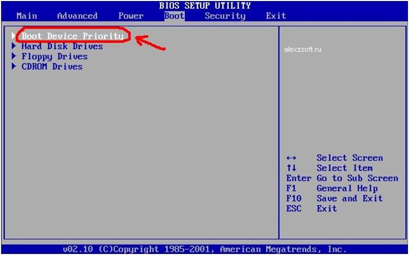рис.2. Затем переходим в первый пункт меню под названием «Boot Device Priority» (Первоприоритетное устройство загрузки) и жмем «Enter»
