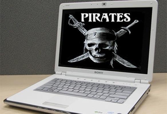 Пиратский флаг на мониторе ноутбука